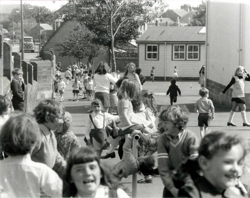 Stonehouse-primary-1976